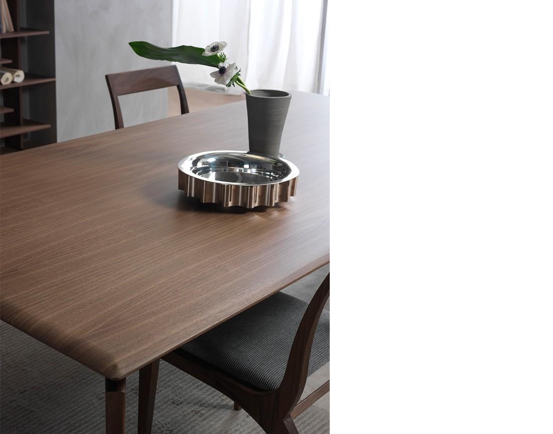 Hope: tavolo da pranzo rettangolare piano legno dettaglio piano| Hope: rectangular dining table with wooden top, detail top