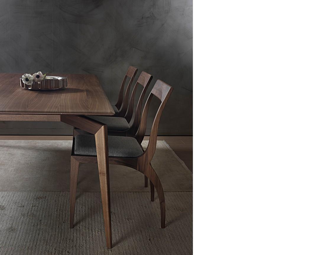 Hope: tavolo da pranzo rettangolare piano legno in ambiente moderno, dettaglio | Hope: rectangular dining table with wooden top in a modern living, detail