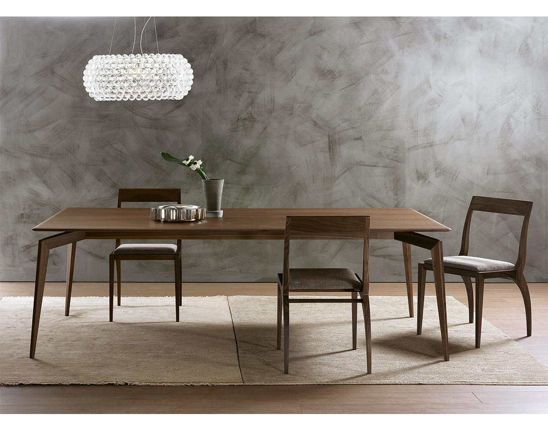 Hope: tavolo da pranzo rettangolare piano legno in ambiente moderno | Hope: rectangular dining table with wooden top in a modern living