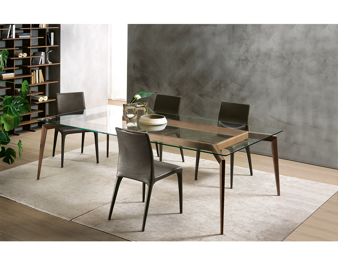 Hope: tavolo da pranzo rettangolare piano vetro in ambiente moderno | Hope: rectangular dining table with glass top in a modern living