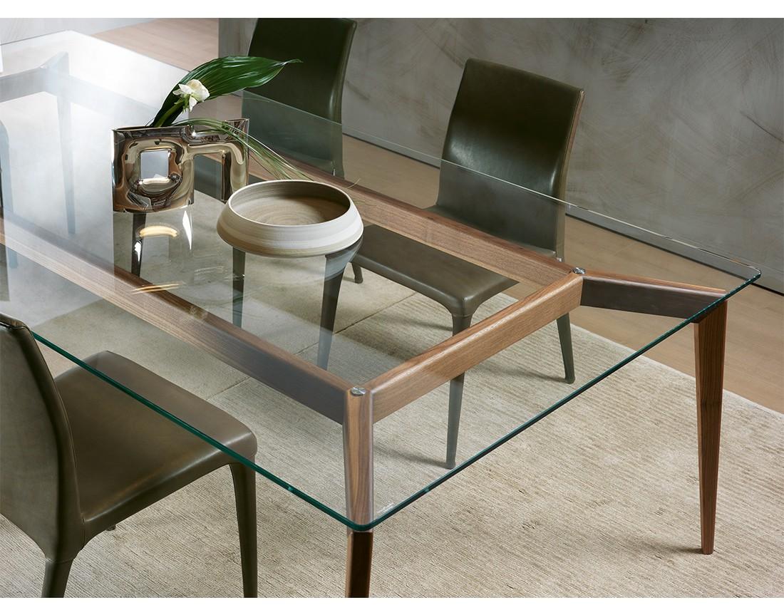 Hope: dettaglio tavolo da pranzo rettangolare piano vetro | Hope: detail of rectangular dining table with glass top