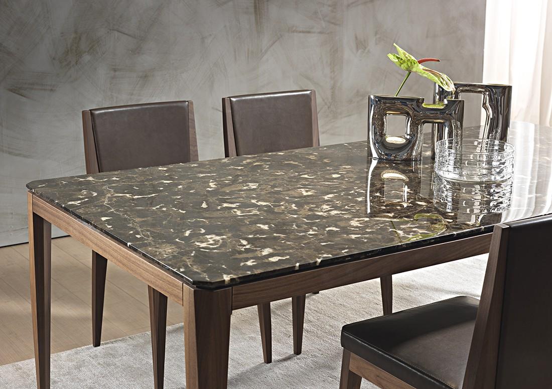 Cut: dettaglio tavolo da pranzo in legno piano marmo emperador | Cut: dining table detail in emperador marble top