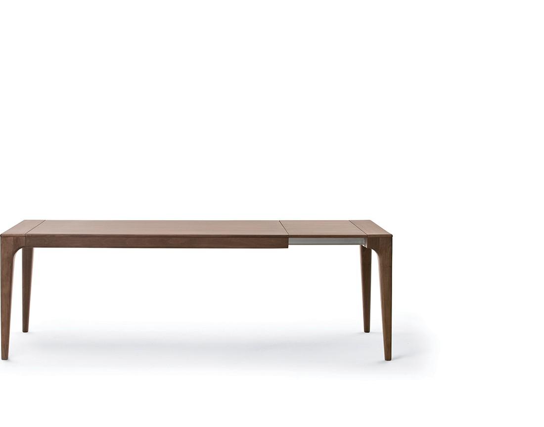 Fashion:  tavolo da pranzo allungabile piano legno, dettaglio  | Fashion: extendable dining table with wooden top, detail