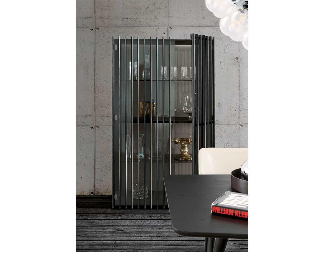 Bay vetrina anta doghe tinto nero   Bay showcase with black stained slats door