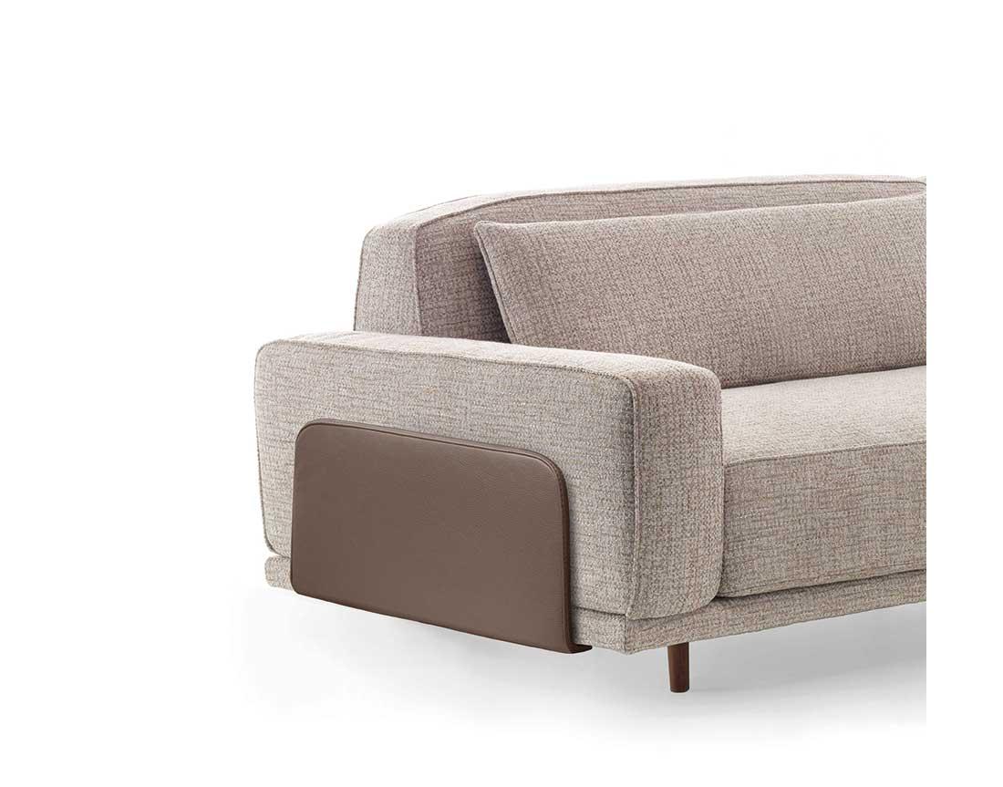 Costanza: divano modulare particolare bracciolo in pelle   Costanza: modular sofa with particular leather armrest