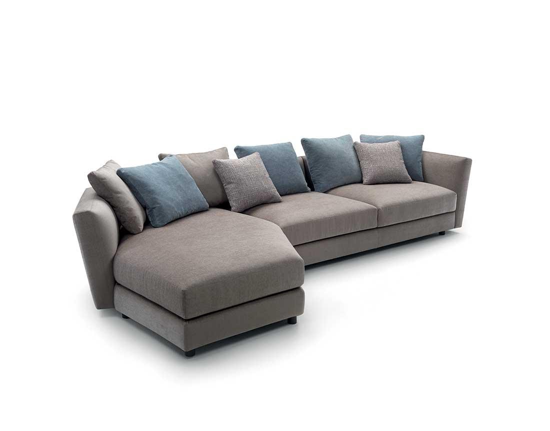 ester: divano imbottito con cuscini a contrasto | ester: upholstered sofa with contrasting cushions