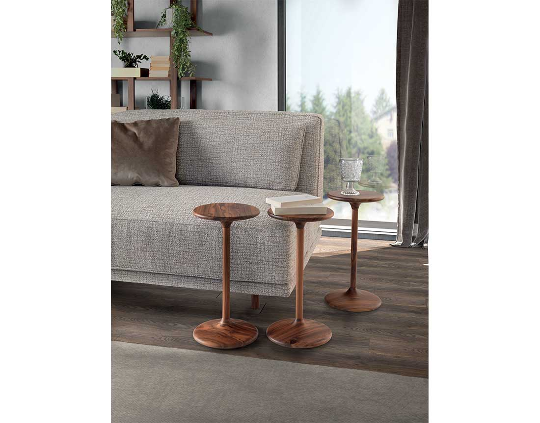Henry coppia tavolini di servizio in ambiente   Henry pair of side tables in room