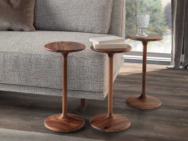 Henry coppia tavolini di servizio in noce canaletto   Henry pair of side tables in canaletto walnut